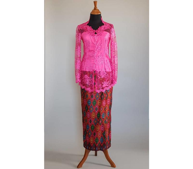 Kebaya klassiek fuchsia met bijpassende sarong