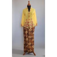 Kebaya nyonya geel met bijpassende sarong