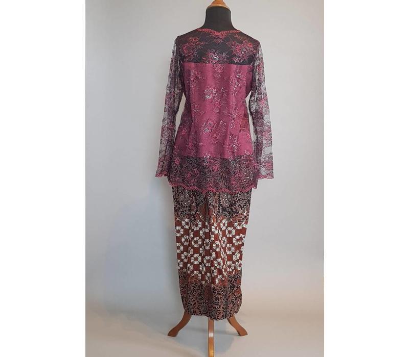 Kebaya klassiek bordeaux met bijpassende sarong