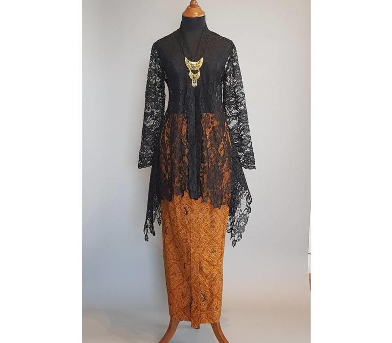 Kebaya elegant zwart met bijpassende sarong