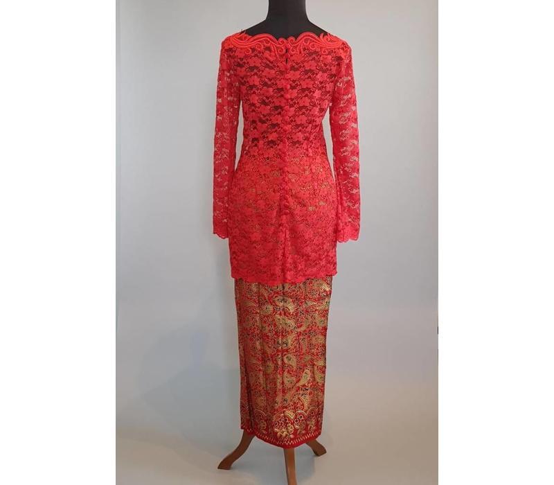 Kebaya Indische rood met bijpassende sarong