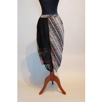 Kebaya elegant roze met bijpassende korte rok