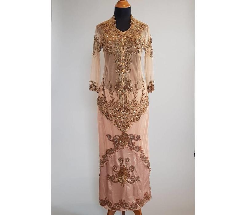 Kebaya glamour caramel met bijpassende rok