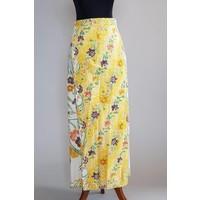 Kebaya canary geel met bijpassende wikkel sarong