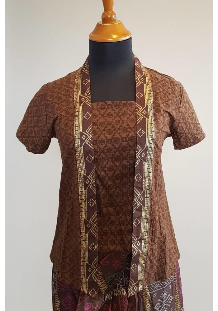 Kebaya bruin korte mouw met bijpassende rok