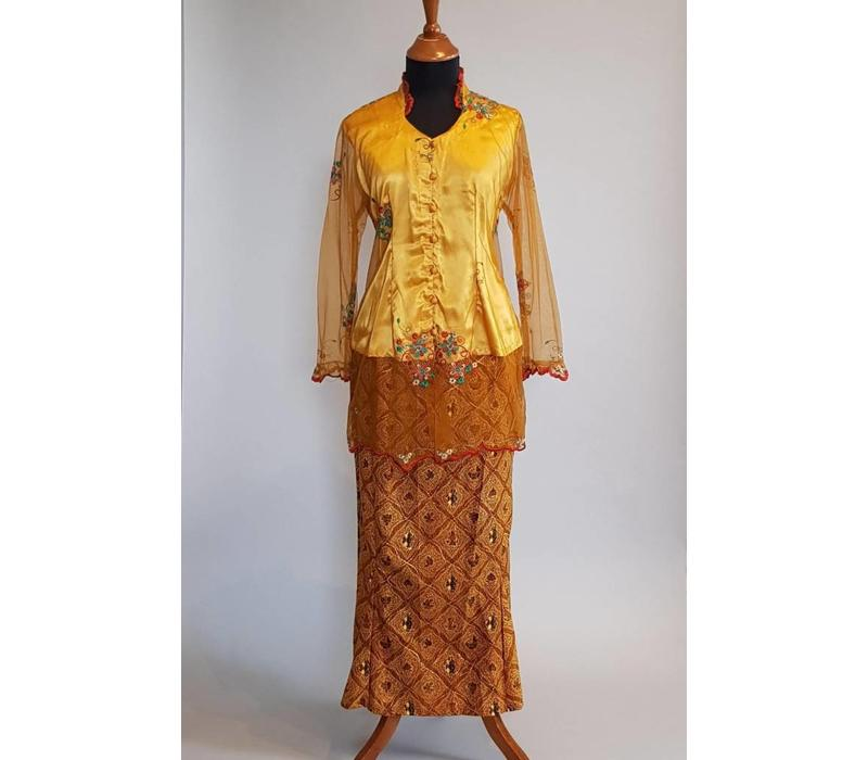 Kebaya goud geel met bijpassende sarong