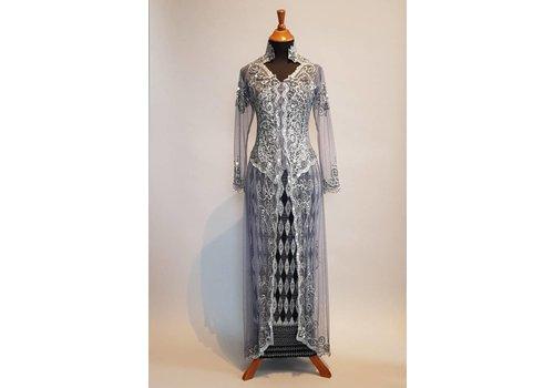 Bruidskebaya antraciet grijs met bijpassende sarong plisse