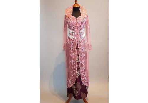Bruidskebaya oud roze met bijpassende sarong