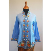 Kebaya lucht blauw met bijpassende sarong
