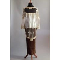 Bruidskebaya elegant champagne met bijpassende sarong plisse