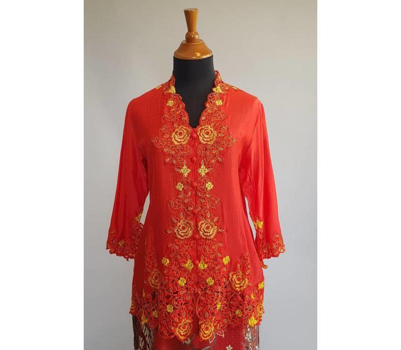 Kebaya rode peper met bijpassende sarong