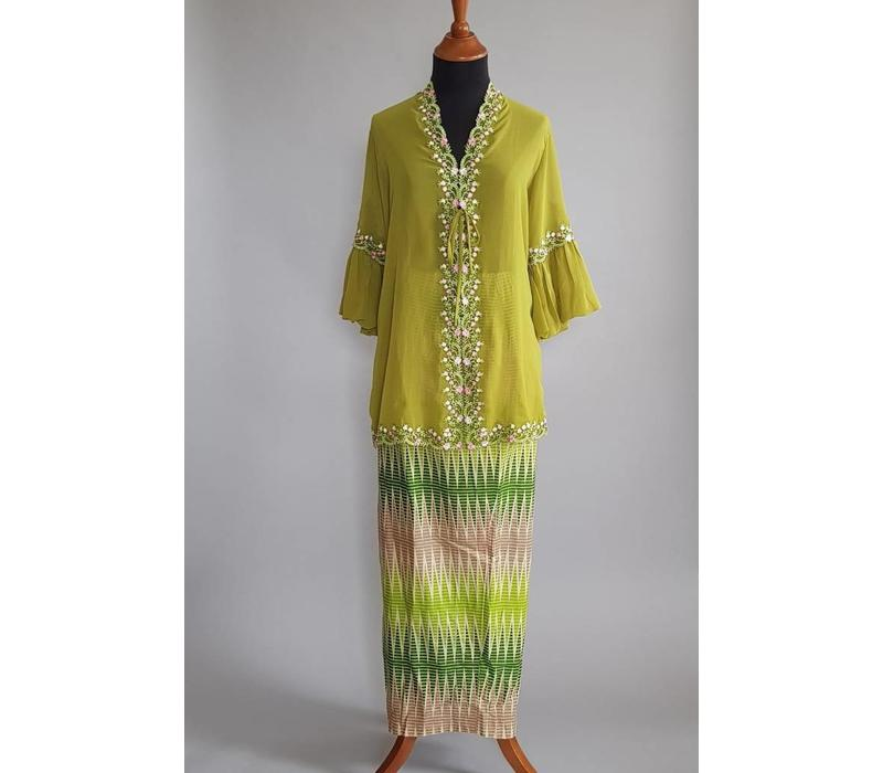 Kebaya modern olijf groen met bijpassende sarong