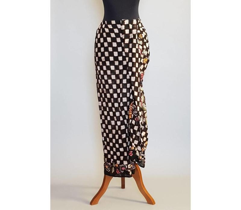 Kebaya modern navy met bijpassende sarong