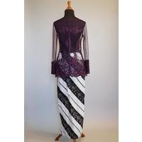 Kebaya parel donker paars met bijpassende sarong