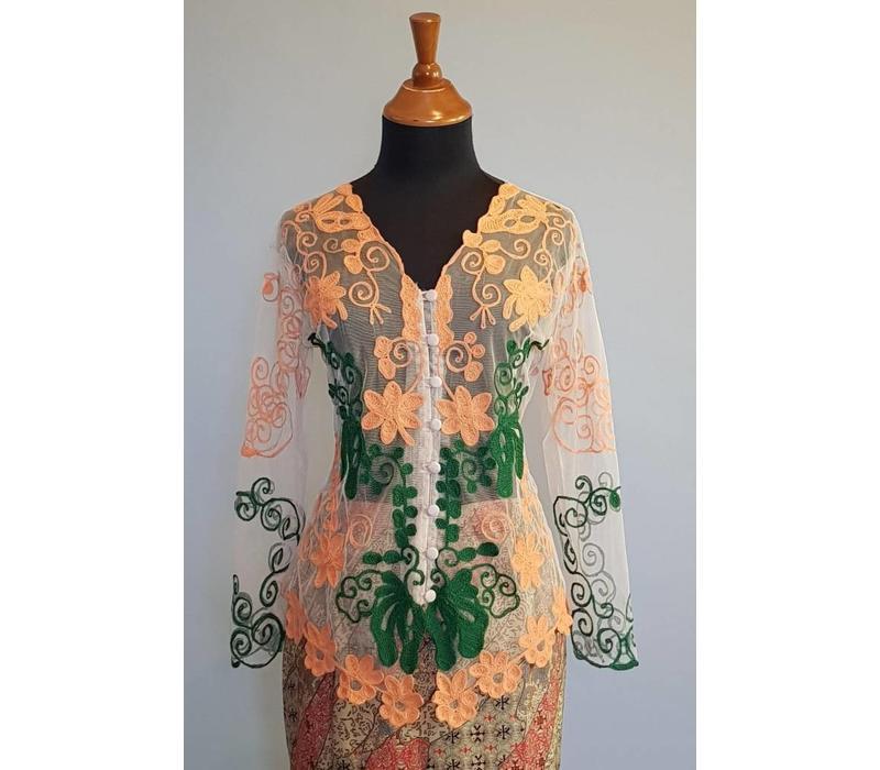Kebaya modern zalm met bijpassende sarong