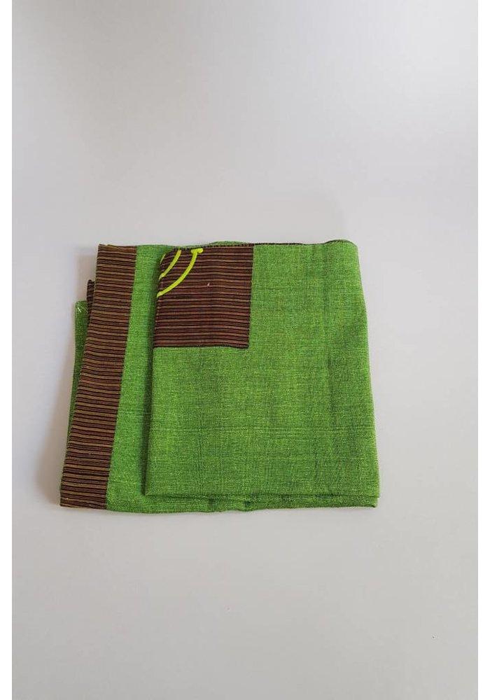 Tafelkleed groen vierkant met lurik applicatie
