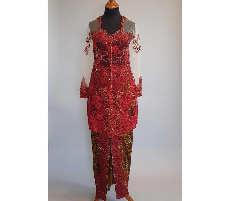Bruids kebaya burqundy met bijpassende sarong