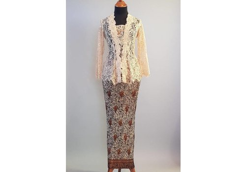 Kebaya elegant beige met bijpassende sarong plissé
