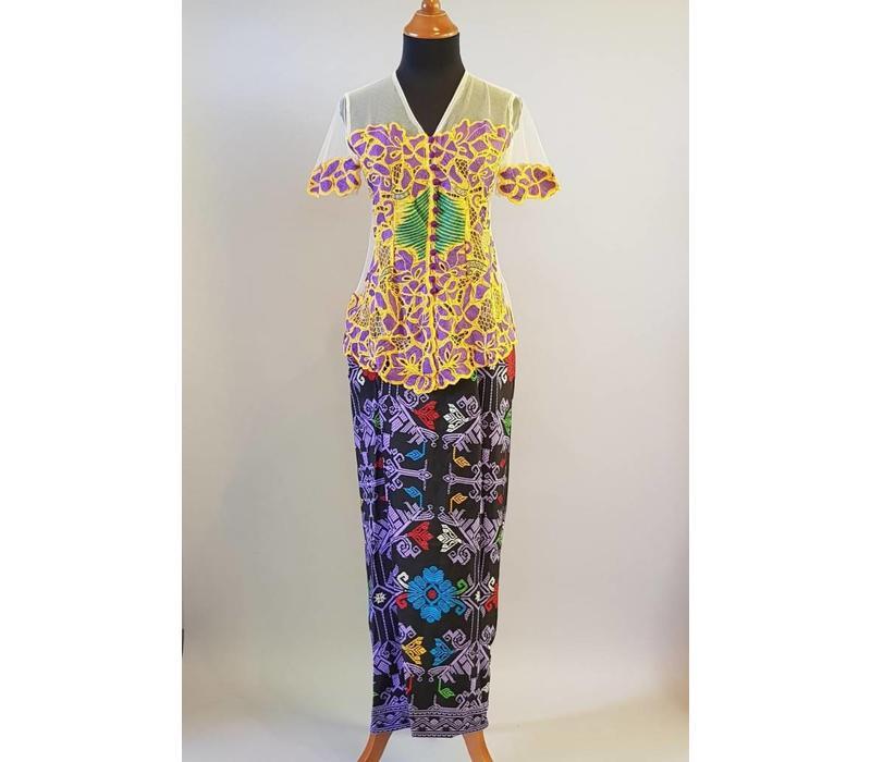 Kebaya modern lavendel met bijpassende wikkel sarong