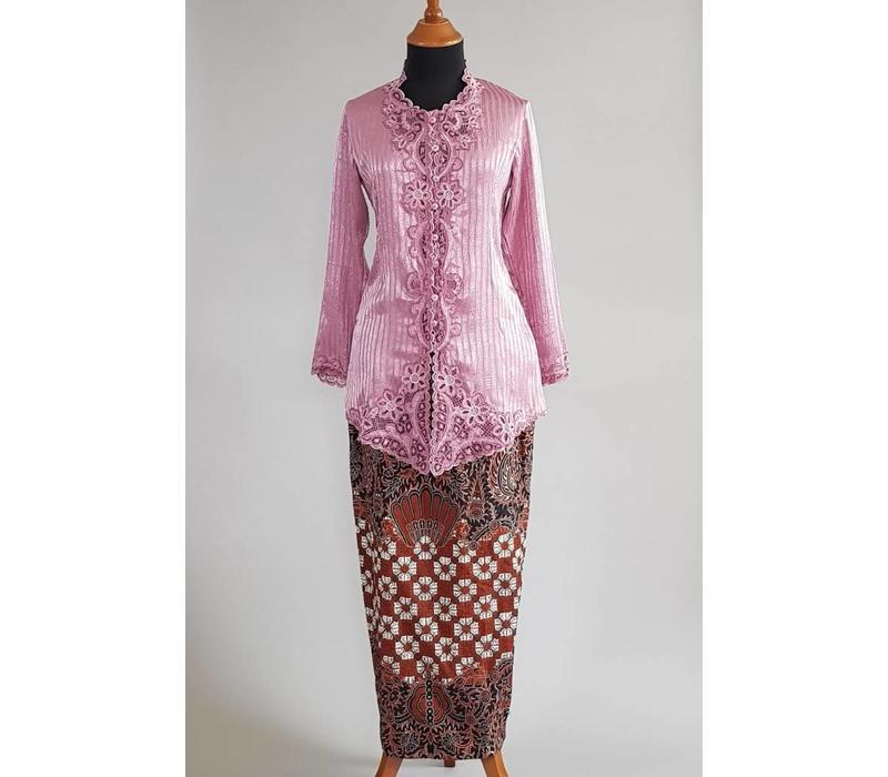 Kebaya cyclaam met bijpassende sarong
