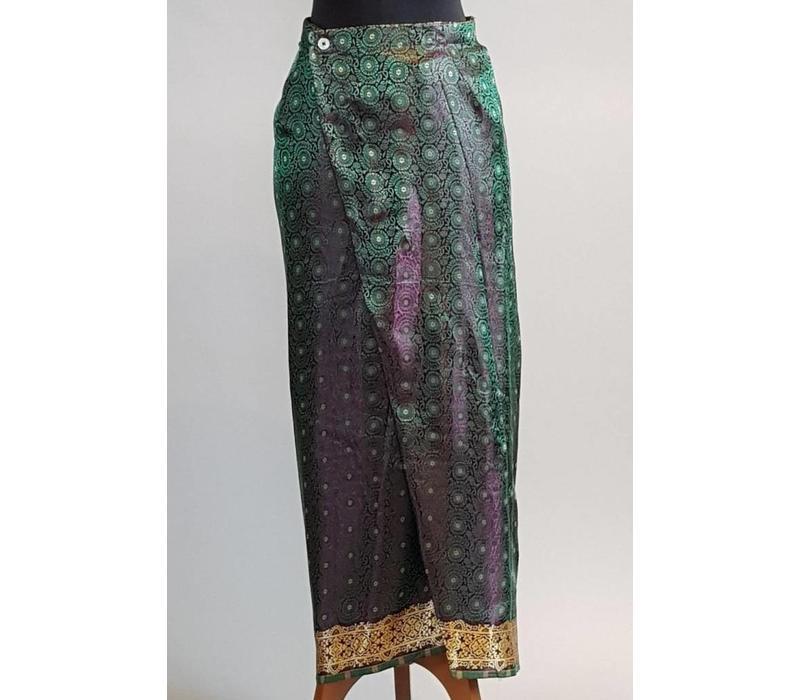 Kebaya modern petrol met bijpassende wikkel sarong