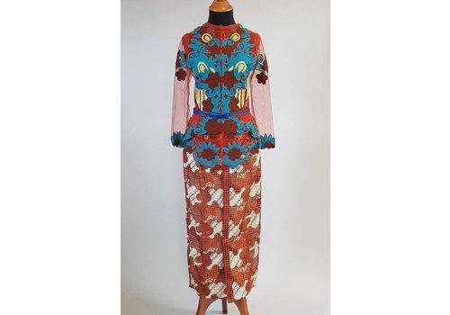 Kebaya terracotta met bijpassende sarong
