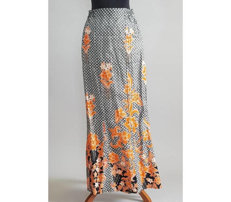 Kebaya trendy oranje met bijpassende sarong