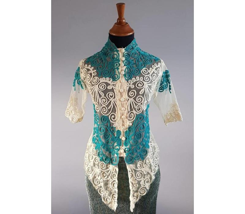 Kebaya turquoise korte mouw met bijpassende sarong plissé