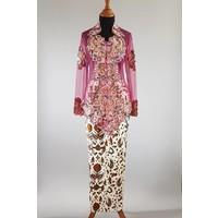 Kebaya glamour cyclaam met  bijpassende sarong