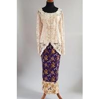 Kebaya klassiek beige met bijpassende sarong