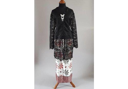 Kebaya klassiek zwart met bijpassende sarong