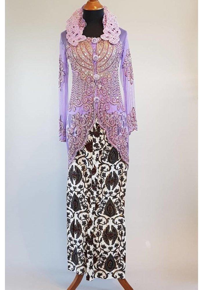 Kebaya glamour lavendel met bijpassende sarong