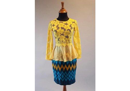 Kebaya modern geel met bijpassende korte rok