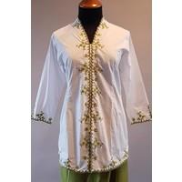 Kebaya klassiek wit met bijpassende wikkel rok