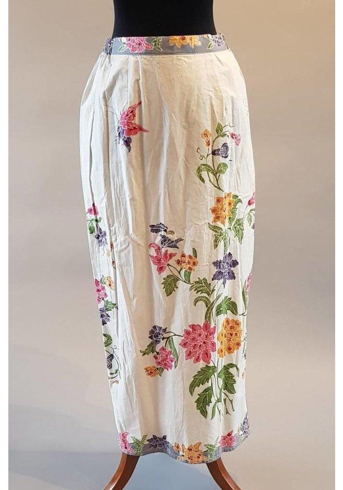 Kebaya elegant fuchsia met bijpassende sarong