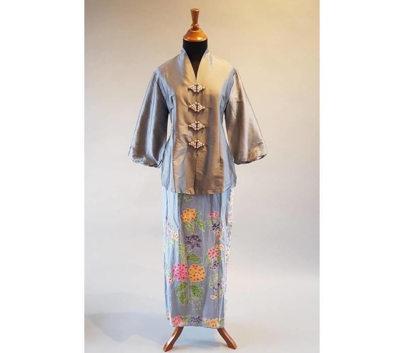Kebaya elegant antraciet met bijpassende sarong