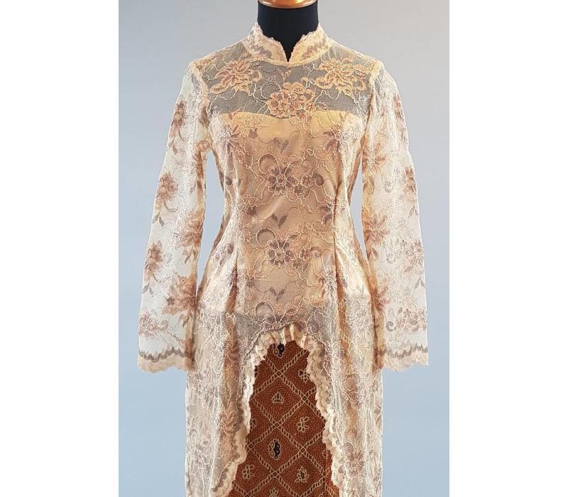 Kebaya oriental beige met bijpassende sarong