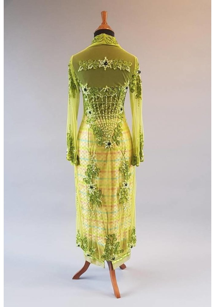 Bruids kebaya lemon groen met bijpassende sarong songket