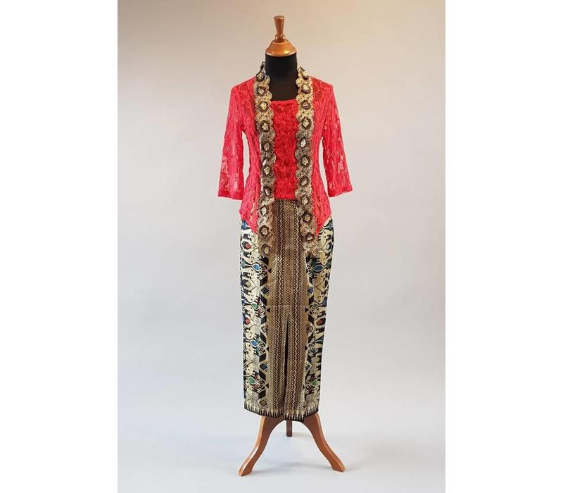 Kebaya kutubaru rood met bijpassende sarong