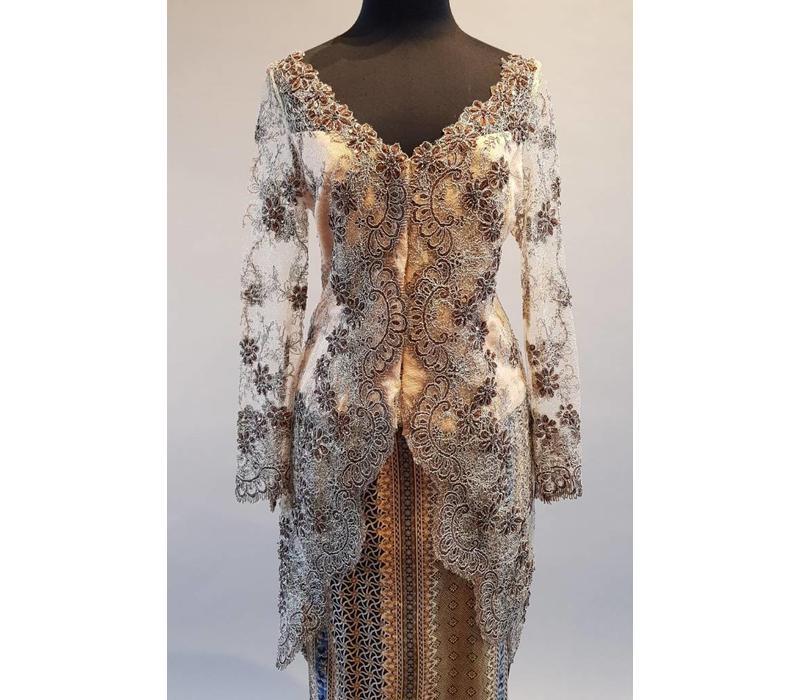 Kebaya glamour taupe met bijpassende sarong