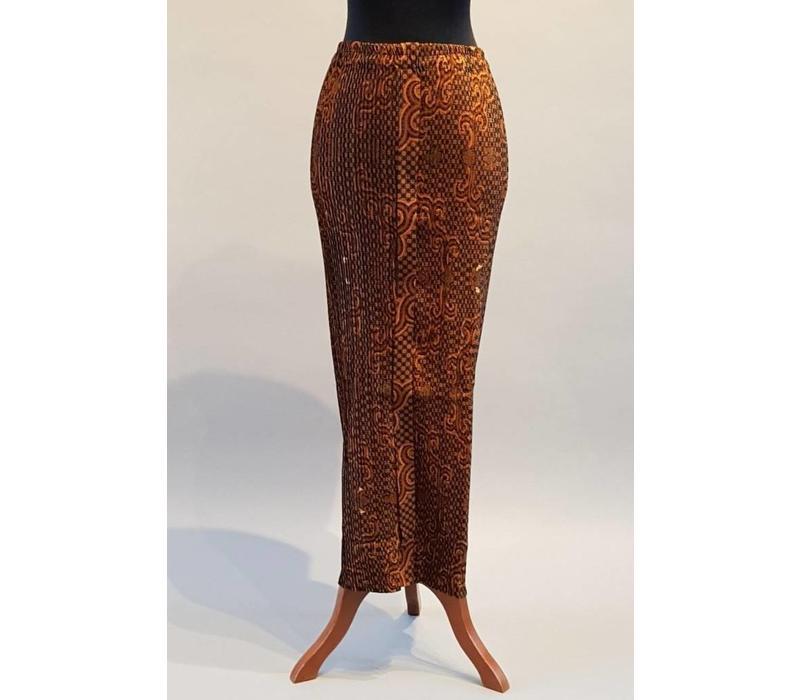 Kebaya modern koraal met bijpassende sarong plissé