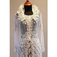 Bruids kebaya glamour wit met bijpassende sarong plissé