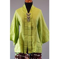 Kebaya licht groen met bijpassende batik broek