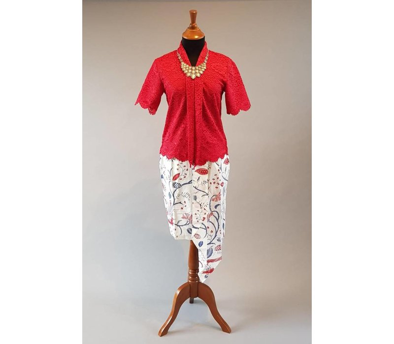 Kebaya Indisch rood korte mouw met bijpassende korte rok