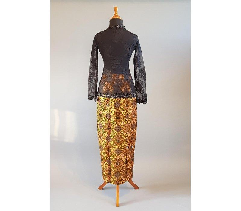 Kebaya modern zwart met bijpassende sarong