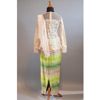 Kebaya modern beige met bijpassende sarong