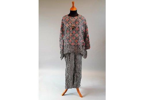 Kebaya batik zwarte rood met bijpassende rok