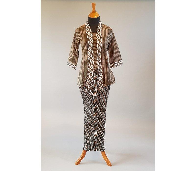 Kebaya kutubaru lurik met bijpassende sarong plissé