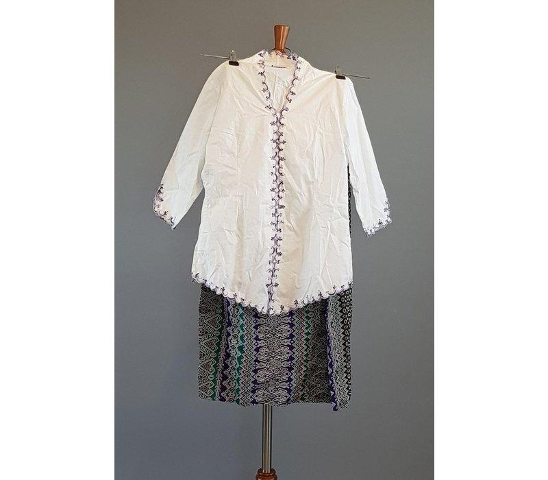 Kinder kebaya wit met bijpassende sarong