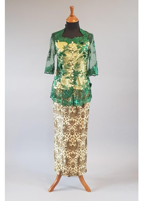 Kebaya elegant groen 3/4 mouw met bijpassende sarong
